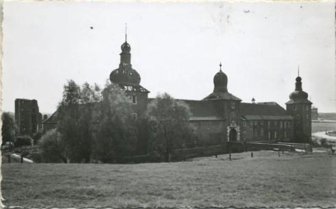 Bron: Rijckheyt.nl | Ruïne van kasteel Schaesberg en kasteelhoeve (1959)