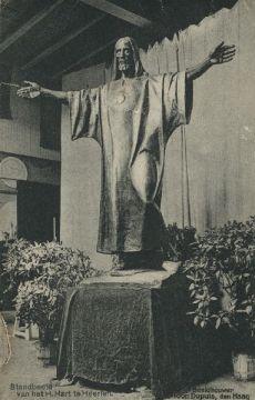 Bron: Rijckheyt.nl | H.Hartbeeld in het atelier van beeldhouwer Ton Dupuis in Den Haag.