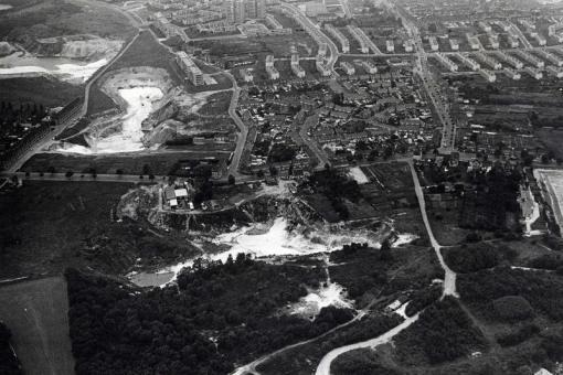 Bron:  Baswaanders.com   Luchtfoto van 1965 van de zandgroeve