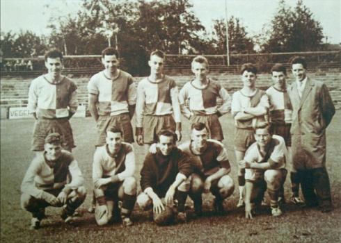 Bron: Privé collectie | Het elftal van VVH16, Jo Schiffers met donkere trui