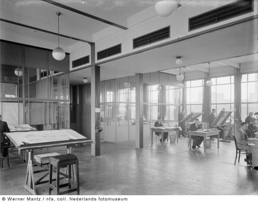 Bron: Gahetna.nl | Tekenafdeling op het hoofdkantoor, Oranje Nassau Mijnen, Heerlen (1938-1939)