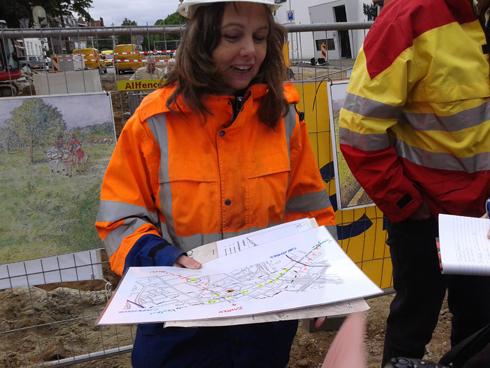 Bron: HeerlenVertelt.nl | Karen Jeneson geeft uitleg bij opgraving 15 mei 2014