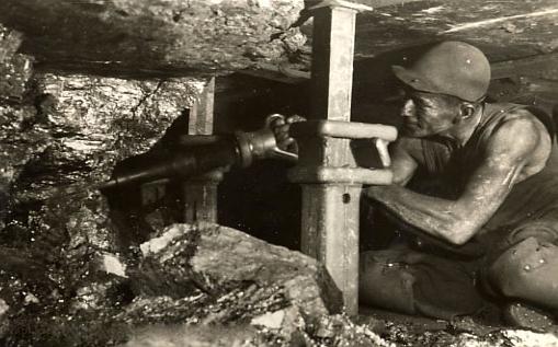 Bron: Demijnen.nl | Mijnwerker aan het werk