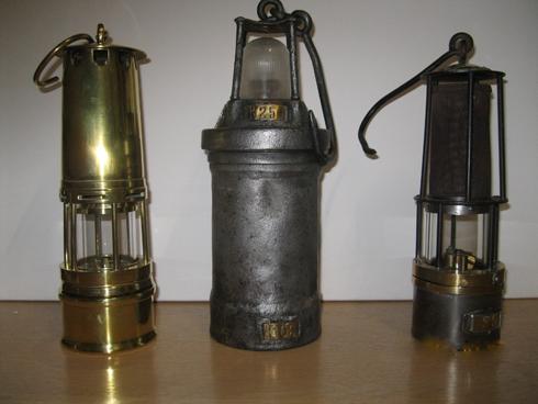 Enkele mijnlampen van Huub Kusters