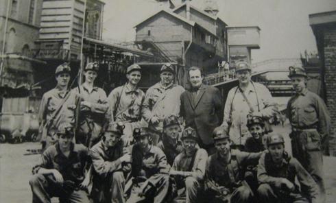 Na de ondergrondse excursie het staatsieportret van de OVS'ers van de O.N. 2 1963