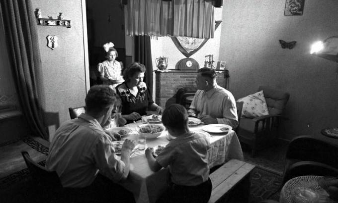 Bron: DeMijnen/DSM   Het gezin Bonneveld in Treebeek 1950.