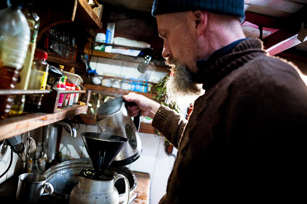 Wessel prépare son fameux thé au gingembre poru l'équipage.