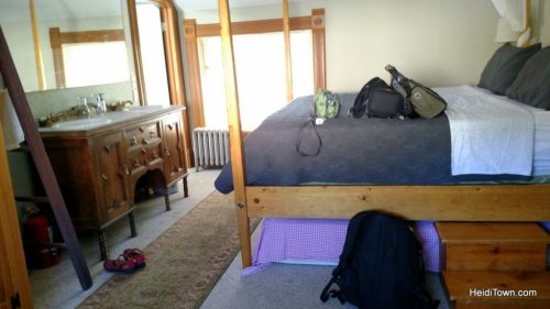 A stay at Colorado Trail House, Fishbowl Room. HeidiTown.com