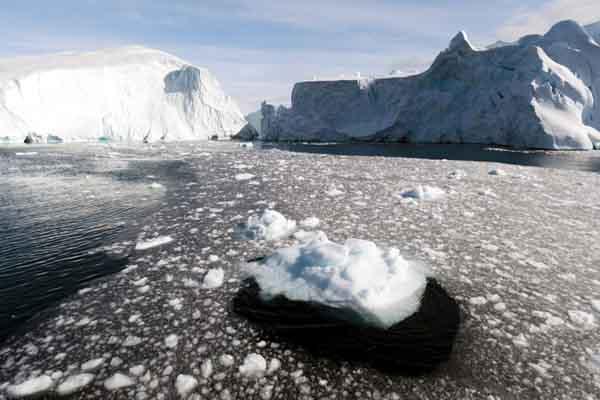 Nasa scientists revealed North Pole slowly moving towards London.
