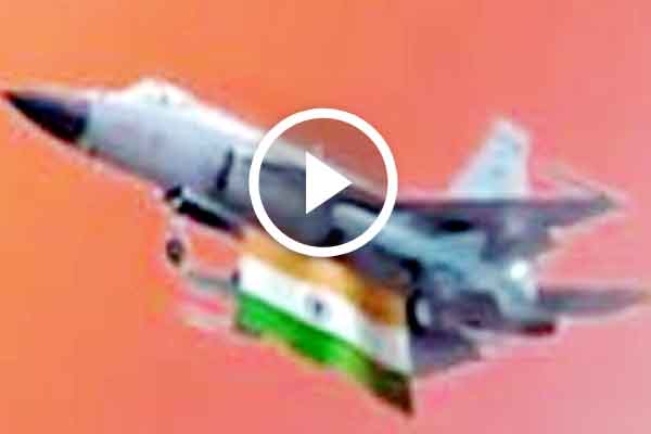 Indian govt Photoshop Pak fighter jets JF-17 flying on independence day.