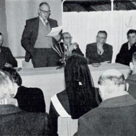 foto 1 De Streekverbeteringscommissie uit Leende vlnr. Frans Engelen, Pauw Smulders, burgemeester van Lokkant, onbekend (ir. P. Ladinois ?), Anna Bax-Verhappen