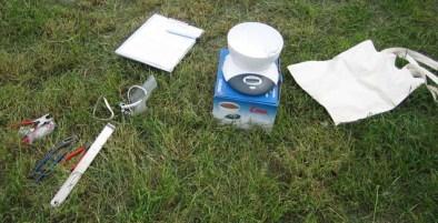 de benodigde materialen en gereedschap liggen klaar om het ringen zo snel en nauwkeurig mogelijk uit te kunnen voeren