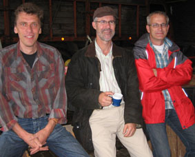 vlnr: Ton v Dijk , Peter Kerkhofs en Erik v Asten (uitleg wandelpad)