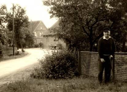 Mei01 14K 1965HeinrichAueSichtScheuneBrösche