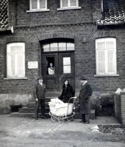 Mit09 091 1936 Willi Büsselberg Emmy+ Carl Meier HorstimWagen