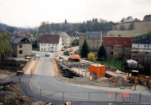 27. April 1996. Der Brücken-Abriss hat begonnen.