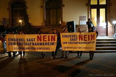 Demo am 25.11.15 vor dem Einsiedler Rathaus