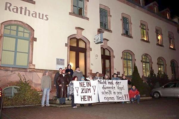 Aktivisten vor dem Einsiedler Rathaus