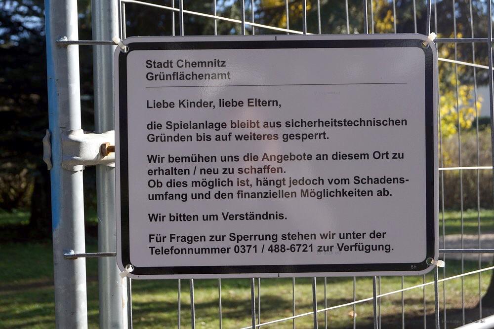 Gesperrte Rutsche im Walter-Wieland-Hain Einsiedel Oktober 2015