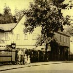 Einsiedler Hauptstraße 124 in den 1930er Jahren mit Aufgang zum Stahlhelmheim..