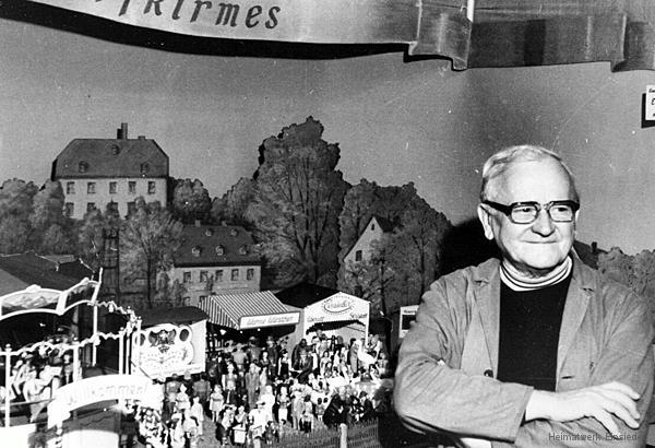 Erich Parthey vor seiner Dorfkirmes