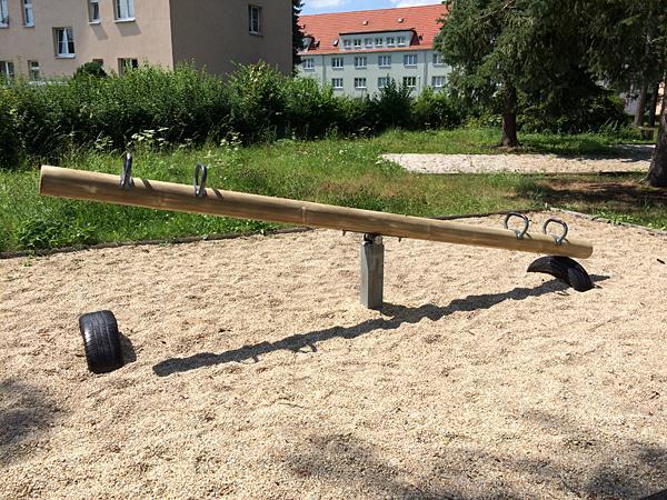 Neue Wippe im Walter-Wieland-Hain