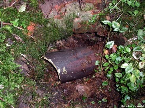 Schacht mit Abwasserrohr