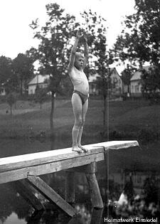 """""""Vor dem Sprung"""" Gemeindebad Einsiedel 1926"""