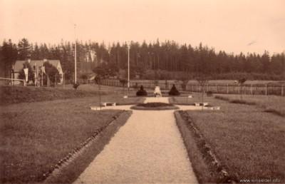Blick Richtung Gedenkstein