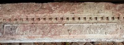 Türsturz aus Porphyr
