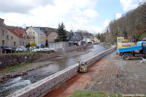 Ufermauerbau in Einsiedel, April 2012