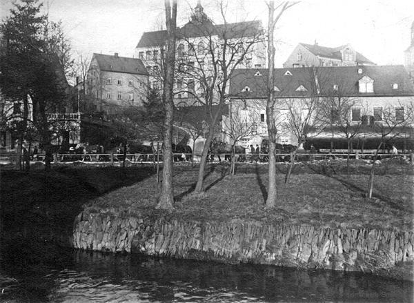 Der Dampfkesseltransport für die Einsiedler Brauhaus AG unterhalb der Schulen in Einsiedel 1908