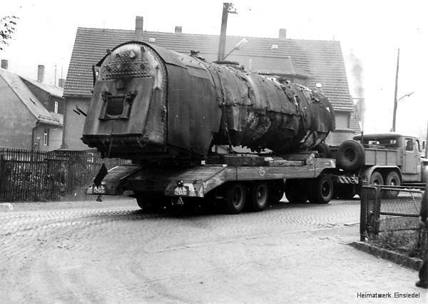 Abtransport des ausgedienten Lokkessels im Einsiedler Brauhaus (volkseigen)