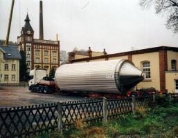Neuer Gärbehälter für das Einsiedler Brauhaus auf einem Tieflader 2004