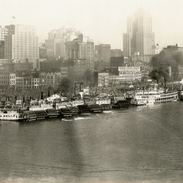 Steamboats docked along Pittsburgh's Monongahela wharf, 1929