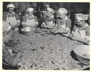 ALT:Employees prepare clams to be used in clam chowder, c. 1946 to 1950. H.J. Heinz Company Photographs, MSP 57, Senator John Heinz History Center.