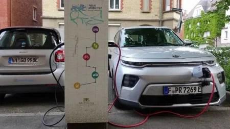 """""""Green Deal"""": Deutsche Autoindustrie fordert europäische Ladenetze mit Ökostrom"""