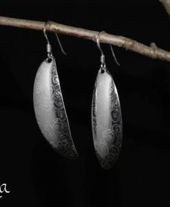 Helakka hopeakorvakorut lusikoista