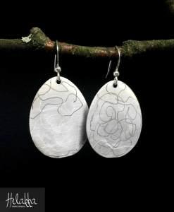 Helakka korvakorut hopealusikoista Naava