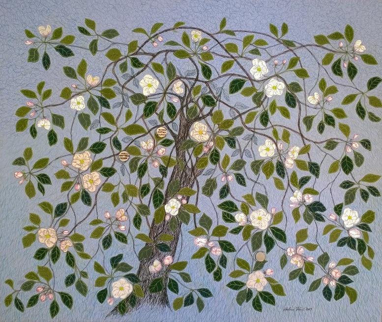 Kastehelmiä omenapuussa