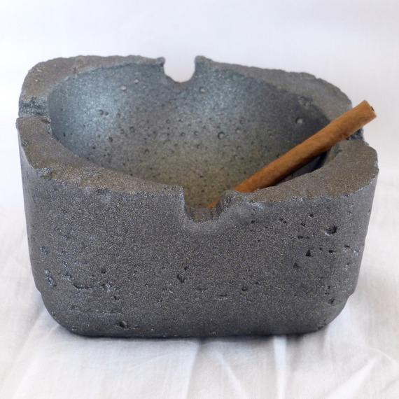 accessoires-de-maison-cendrier-de-table-en-beton-lisse-15954698-p1080039-jpg-4eb16_570x0