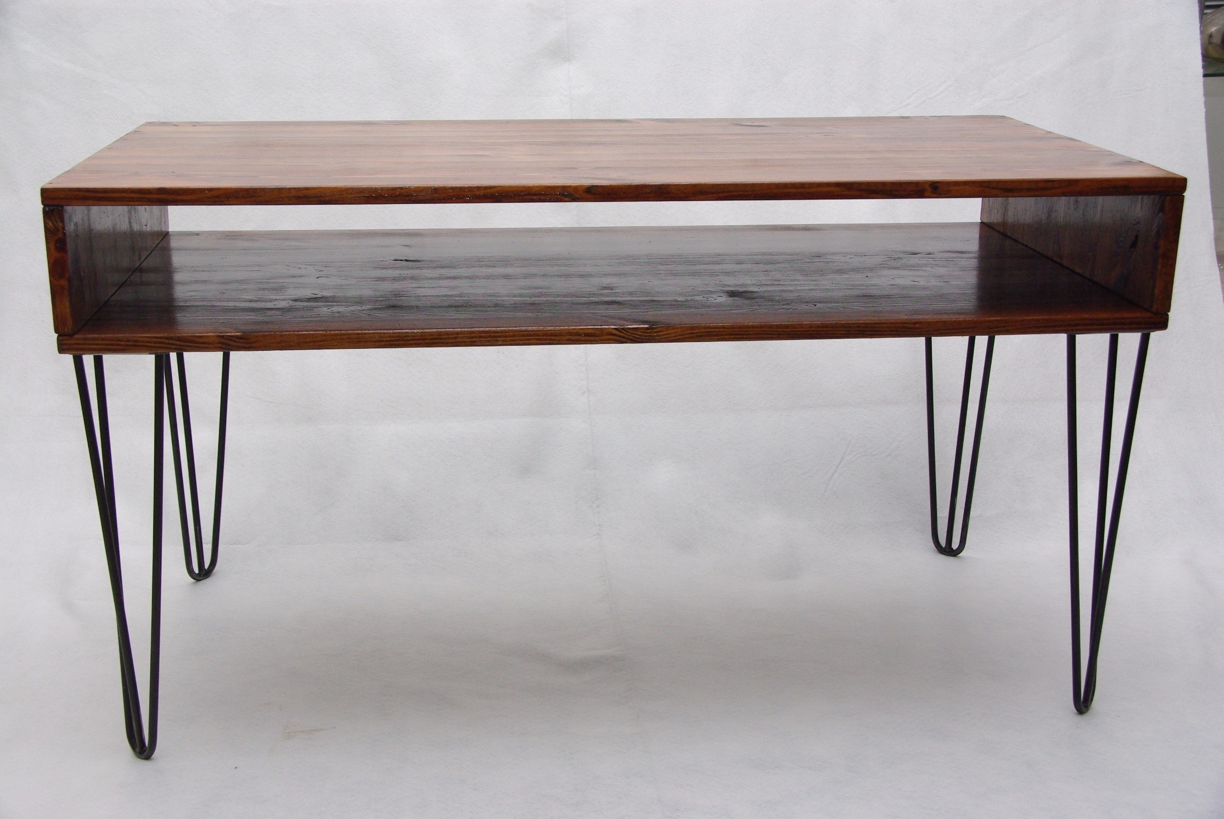 Table basse scandinave en bois massif sur hairpin legs for Table esprit scandinave