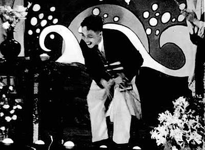 1930 cabaret violinist.jpg