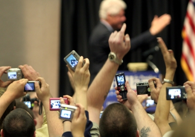 mobile-phone-crowd-pictures