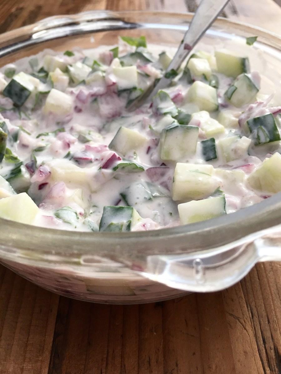 Frisk og syrlig raita er supert sammen med krydret mat.