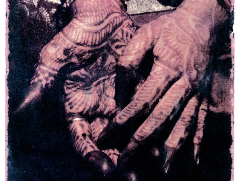 Oskar Landi photography - image of a woman's hands, painted with henna, India