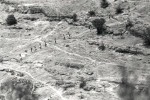 ©Oskar Landi KWIRA/#148 Tarahumara . Black and white - people walking through the mountains