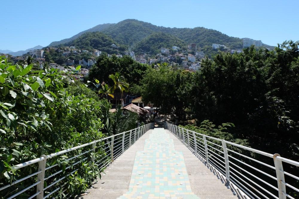 The sloping bridge to Isla Cuale