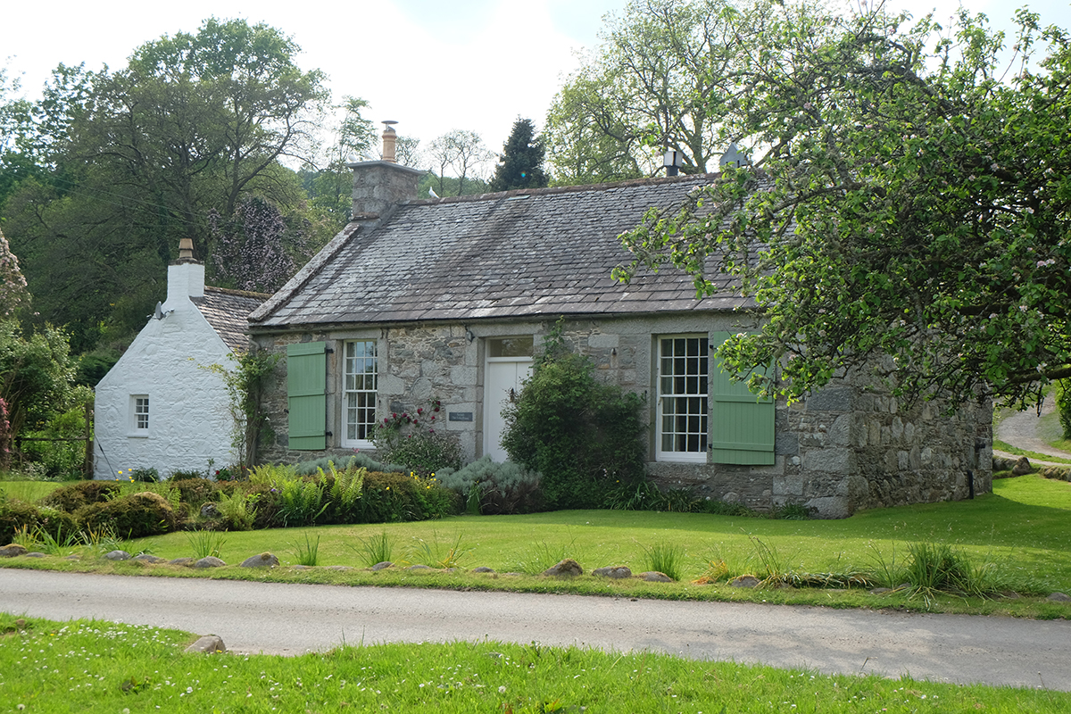 The old schoolhouse at Anwoth, across the green from the kirk