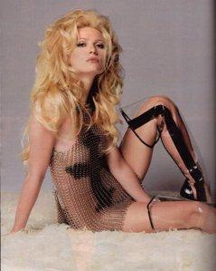 """Gwyneth Paltrow Sexy """"Bad Girl"""" Hair – 1999"""